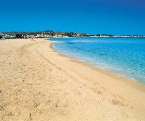 https://www.tp24.it/immagini_articoli/10-08-2019/1565403425-0-castellammare-acque-mare-sono-pulite-nessun-divieto-balneazione.jpg