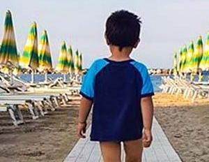https://www.tp24.it/immagini_articoli/10-08-2019/1565454819-0-bambini-perdono-spiaggia-questo-perche-genitori.jpg