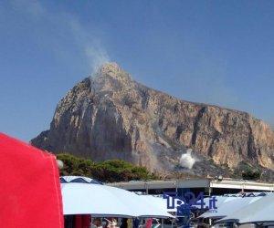 https://www.tp24.it/immagini_articoli/10-08-2019/1565456292-0-incendi-sicilia-caccia-criminali-bruciano-lisola.jpg