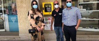 https://www.tp24.it/immagini_articoli/10-09-2021/1631284500-0-niente-bomboniere-per-il-matrimonio-ma-un-defibrillatore-per-la-citta-la-generosita-di-due-trapanesi.jpg