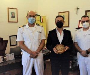 https://www.tp24.it/immagini_articoli/10-09-2021/1631285548-0-cambio-di-guardia-alla-capitaneria-di-porto-di-mazara.jpg