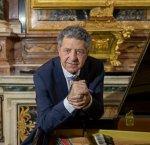https://www.tp24.it/immagini_articoli/10-10-2017/1507622464-0-pianista-marsalese-giuseppe-cicero-esibisce-mosca.jpg
