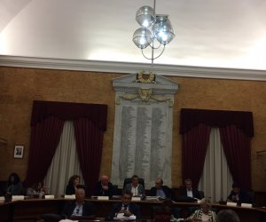 https://www.tp24.it/immagini_articoli/10-10-2018/1539147576-0-marsala-consiglio-bilancio-ecco-emendamenti-approvati-tagli-allaeroporto.jpg