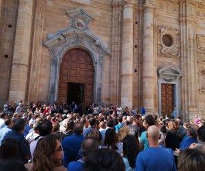 https://www.tp24.it/immagini_articoli/10-10-2018/1539167062-0-marsala-chiesa-madre-gremita-funerali-roberto-fosa.jpg