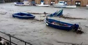 https://www.tp24.it/immagini_articoli/10-11-2018/1541858520-0-mazara-lesondazione-fiume-danni-porto-capitaneria-dirama-avviso.jpg
