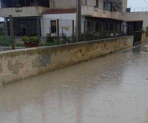 https://www.tp24.it/immagini_articoli/10-11-2018/1541867728-0-maltempo-anche-sossio-esondato-acqua-fango-aree-abitate.jpg