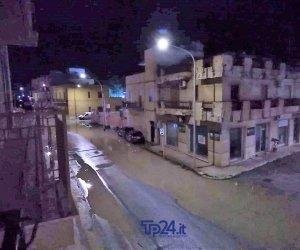 https://www.tp24.it/immagini_articoli/11-01-2019/1547185612-0-rottura-fognatura-trapani-libica-liquami-strada.jpg