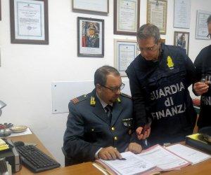 https://www.tp24.it/immagini_articoli/11-01-2020/1578733092-0-sicilia-guardia-finanza-sequestra-profumi-pericolosi-salute-consumatori.jpg