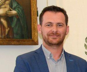 https://www.tp24.it/immagini_articoli/11-01-2020/1578734776-0-alcamo-vice-sindaco-allex-provincia-perche-accendete-luci-sulle.jpg