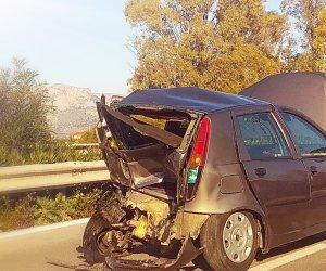 https://www.tp24.it/immagini_articoli/11-01-2020/1578763946-0-incidente-palermo-mazara-vallo-auto-distrutte.jpg
