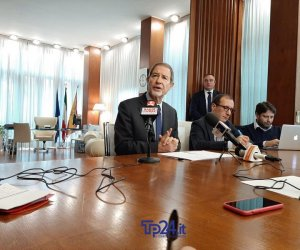 https://www.tp24.it/immagini_articoli/11-01-2020/1578764617-0-rifiuti-sicilia-parla-musumeci-tempo-nemicocome-mafia.jpg