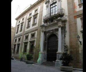 https://www.tp24.it/immagini_articoli/11-02-2019/1549895270-0-trapani-stacca-finestra-colpisce-studentessa-liceo-ximenes.jpg