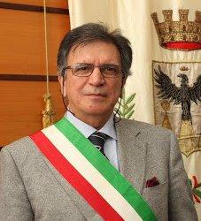 https://www.tp24.it/immagini_articoli/11-03-2013/1378805576-1-il-sindaco-bonventre-il-movimento-cinque-stelle-e-lattuale-situazione-politica-ad-alcamo.jpg