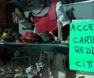https://www.tp24.it/immagini_articoli/11-05-2019/1557585270-0-sicilia-110mila-card-reddito-cittadinanza-abiti-firmati.jpg
