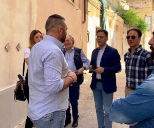 https://www.tp24.it/immagini_articoli/11-06-2019/1560205032-0-giro-quartieri-mazara-sindaco-quinci.jpg