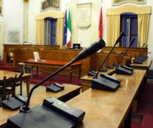 https://www.tp24.it/immagini_articoli/11-07-2018/1531317987-0-insedia-consiglio-comunale-trapani-guaiana-presidenza-savina-vice.jpg