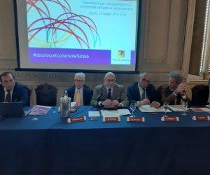 https://www.tp24.it/immagini_articoli/11-07-2019/1562853099-0-legge-semplificazione-amministrativa-armao-sburocratizziamo-sicilia.jpg
