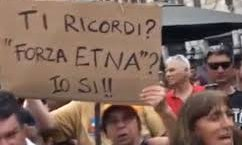 https://www.tp24.it/immagini_articoli/11-08-2019/1565538818-0-fieri-essere-terroni-salvini-contestato-sicilia-video.jpg