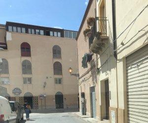 https://www.tp24.it/immagini_articoli/11-09-2019/1568187648-0-marsala-luci-accese-giorno-centro-storico-motivo-mistero.jpg