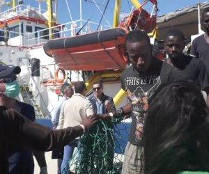 https://www.tp24.it/immagini_articoli/11-09-2019/1568198431-0-doppo-sbarco-migranti-pantelleria-quattordici-trasferiti-allhotspot-trapani.jpg