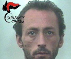 https://www.tp24.it/immagini_articoli/11-10-2018/1539243805-0-marsala-ruba-borsa-donna-inseguito-arrestato-centro-carabinieri.jpg