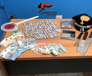 https://www.tp24.it/immagini_articoli/11-10-2018/1539253538-0-trapani-centrale-droga-casa-diciottenne-arrestato-carabinieri.jpg