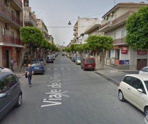 https://www.tp24.it/immagini_articoli/11-11-2019/1573506121-0-tragedia-sicilia-donna-affaccia-balcone-scivola-cade-muore.jpg