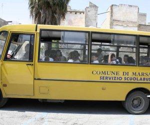 https://www.tp24.it/immagini_articoli/11-12-2019/1576051088-0-marsala-scuolabus-multato-bambini-piedi-settimane-genitori-arrabbiati.jpg