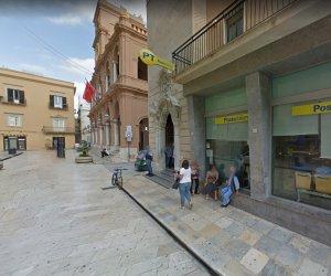 https://www.tp24.it/immagini_articoli/11-12-2020/1607686593-0-scrive-poste-italiane-sulla-fila-all-ufficio-di-via-garibaldi.jpg