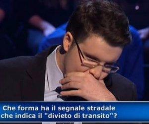 https://www.tp24.it/immagini_articoli/12-01-2019/1547281419-0-figura-milionario-concorrente-genio-sbaglia-seconda-domanda.jpg