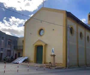 https://www.tp24.it/immagini_articoli/12-03-2019/1552401948-0-danni-maltempo-tragedia-sfiorata-marsala-salta-tetto-chiesa.jpg