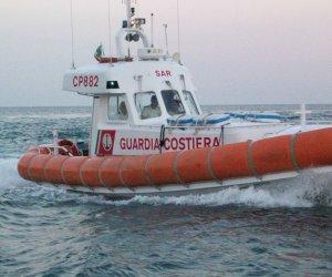 https://www.tp24.it/immagini_articoli/12-03-2019/1552402357-0-maltempo-catamarano-francese-deriva-soccorso-guardia-costiera-pantelleria.jpg