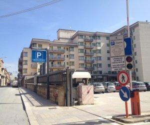 https://www.tp24.it/immagini_articoli/12-04-2019/1555028069-0-marsala-parcheggiatore-abusivo-parcheggio-comunale-giulio-anca-omodei.jpg