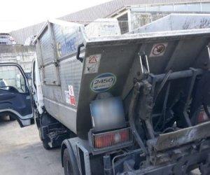 https://www.tp24.it/immagini_articoli/12-04-2019/1555053345-0-palermo-utilizza-mezzo-raccolta-rifiuti-consegnare-droga-clienti.jpg