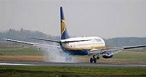 https://www.tp24.it/immagini_articoli/12-05-2019/1557659866-0-sicilia-paura-volo-ryanair-atterra-palermo-motore-solo-ecco-perche.jpg