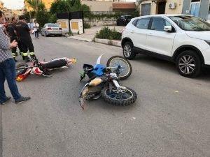 https://www.tp24.it/immagini_articoli/12-06-2019/1560325583-0-castelvetrano-scontro-motocross-giallonghi-feriti-ragazze.jpg