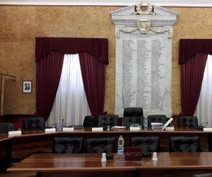 https://www.tp24.it/immagini_articoli/12-06-2019/1560326627-0-marsala-consiglio-ancora-sindaco-bocciato-piano-sulle-consulenze.jpg
