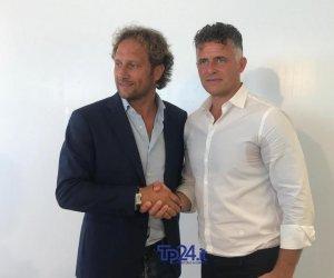 https://www.tp24.it/immagini_articoli/12-07-2019/1562931604-0-calcio-trapani-presenta-baldini-prime-parole-mister.jpg