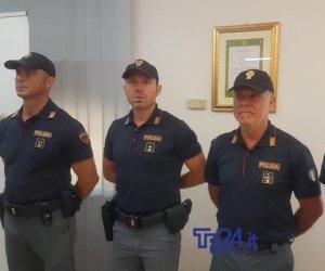 https://www.tp24.it/immagini_articoli/12-07-2019/1562937341-0-trapani-polizia-presenta-distintivi.jpg