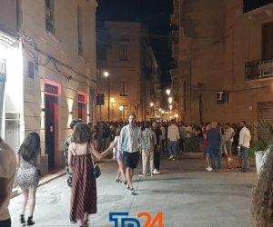 https://www.tp24.it/immagini_articoli/12-07-2020/1594532133-0-trapani-e-la-movida-del-sabato-solita-folla-e-prezzi-alle-stelle-nbsp.jpg