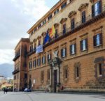 https://www.tp24.it/immagini_articoli/12-08-2018/1534096706-0-lars-ferie-lunga-vacanza-politica-siciliana.jpg