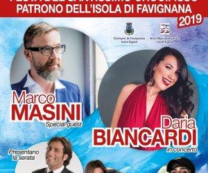 https://www.tp24.it/immagini_articoli/12-09-2019/1568254866-0-favignana-sabato-sera-marco-masini-piazza-matrice.jpg