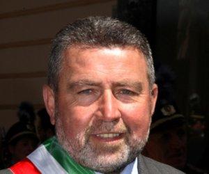 https://www.tp24.it/immagini_articoli/12-09-2019/1568293252-0-trapani-mimmo-fazio-indossare-fascia-tricolore-solo.jpg