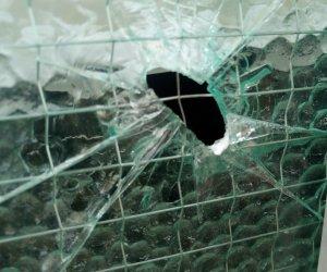 https://www.tp24.it/immagini_articoli/12-09-2019/1568317675-0-castelvetrano-forse-furgone-bianco-colpo-pistola-sede-vigili.jpg