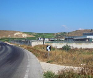 https://www.tp24.it/immagini_articoli/12-10-2017/1507760079-0-marsala-traffico-rifiuti-smaltimento-truffa-guai-sicilfert.jpg