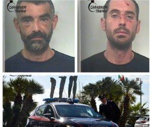 https://www.tp24.it/immagini_articoli/12-10-2018/1539339989-0-mazara-rubano-portafoglio-signora-prelevano-soldi-arrestati.jpg