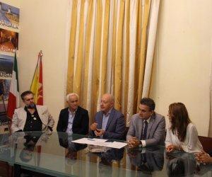 https://www.tp24.it/immagini_articoli/12-10-2018/1539346364-0-marsala-sindaco-girolamo-comportamento-consiglio-danneggia-citta.jpg