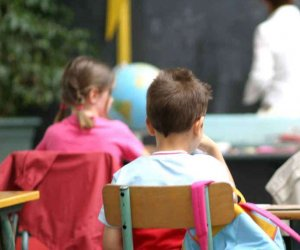 https://www.tp24.it/immagini_articoli/12-10-2019/1570870083-0-sicilia-anni-picchia-maestra-sguardo-genitori.jpg