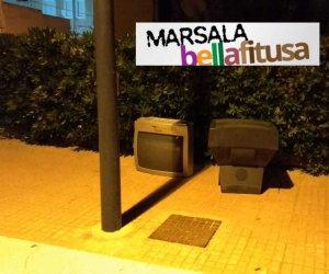 https://www.tp24.it/immagini_articoli/12-10-2019/1570892805-0-marsala-bella-fitusa-televisori-abbandondati-marciapiede-viale-isonzo.jpg
