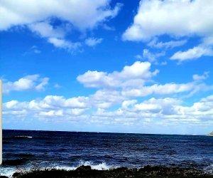 https://www.tp24.it/immagini_articoli/12-10-2021/1634020357-0-il-divano-abbandonato-in-riva-al-mare-a-valderice.jpg